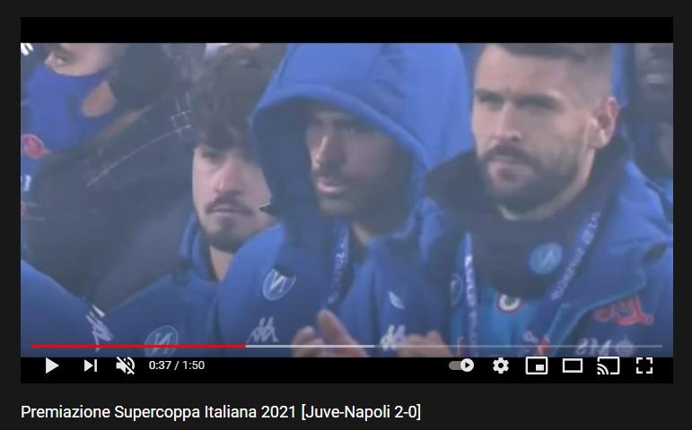 Llorente, sportività top: è l'unico del Napoli ad applaudire la Juve